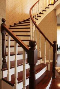 wie kommt man mit einem rollstuhl die treppe hinauf. Black Bedroom Furniture Sets. Home Design Ideas